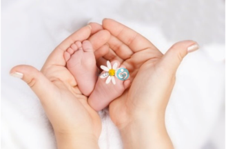 Are there options for preserving fertility in women who have been newly diagnosed with cancer?